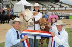 Newcombe Family with their 2010 Grand Champion Female Newcombes Bindi.